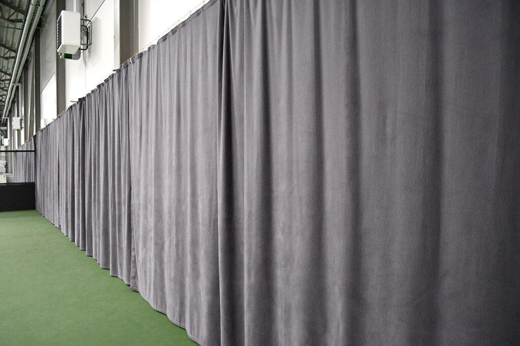 Akustisk textil padelhall